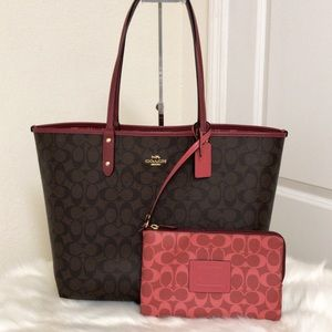 💃Coach Reversible City Tote and Wristlet